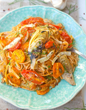 Garlicky Spaghetti with Roasted Tomatoes| brightrootskitchen.com