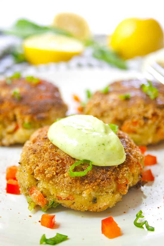 Lemon Basil Crab Cakes | brightrootskitchen.com